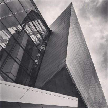 sharp-building.-bmw-bimmer-munchen-munich-germany-architecture