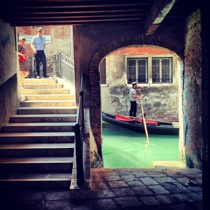 tourists-local-venice-venezia-italy
